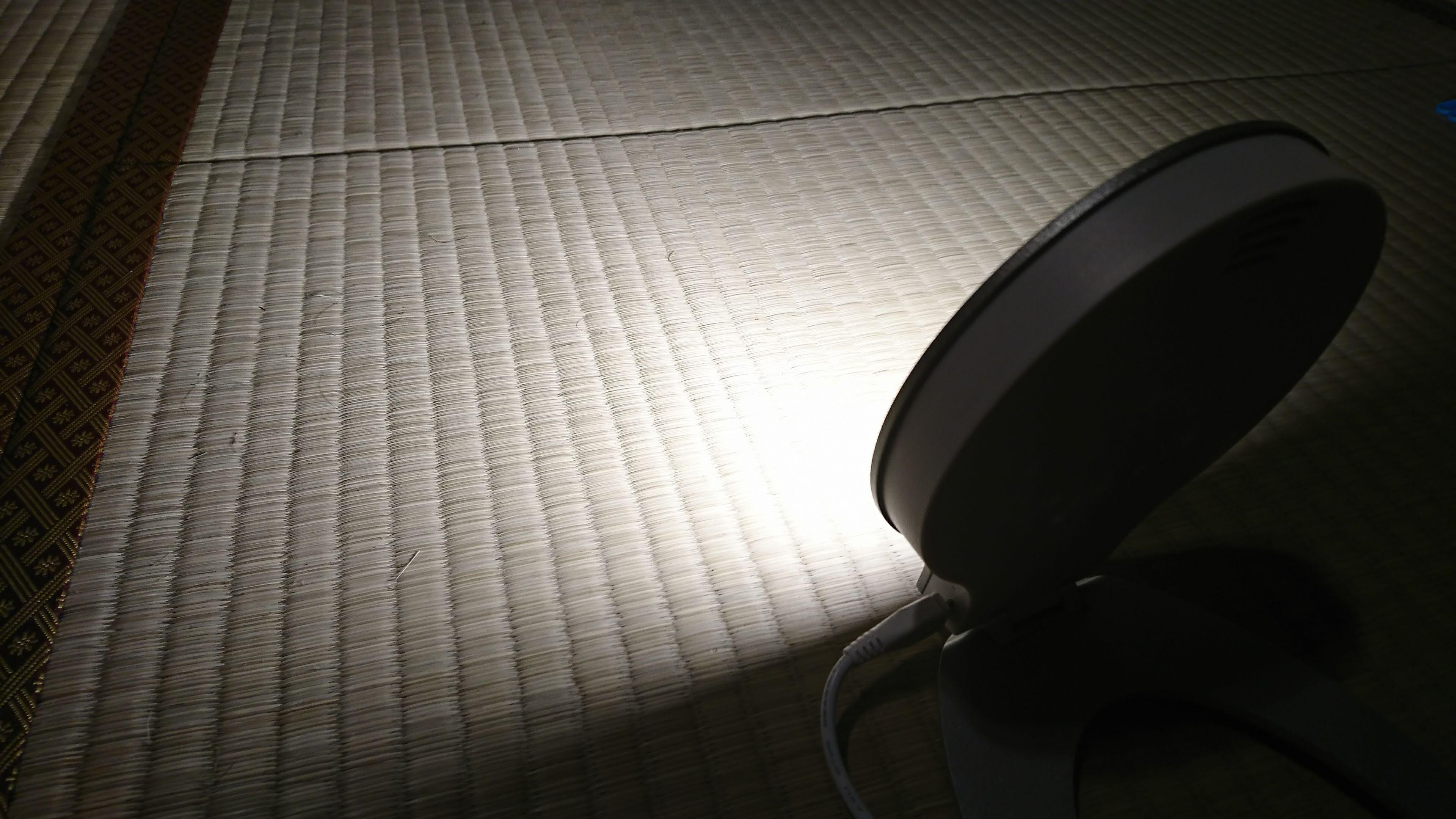 inti4-強い光の目覚ましの背面