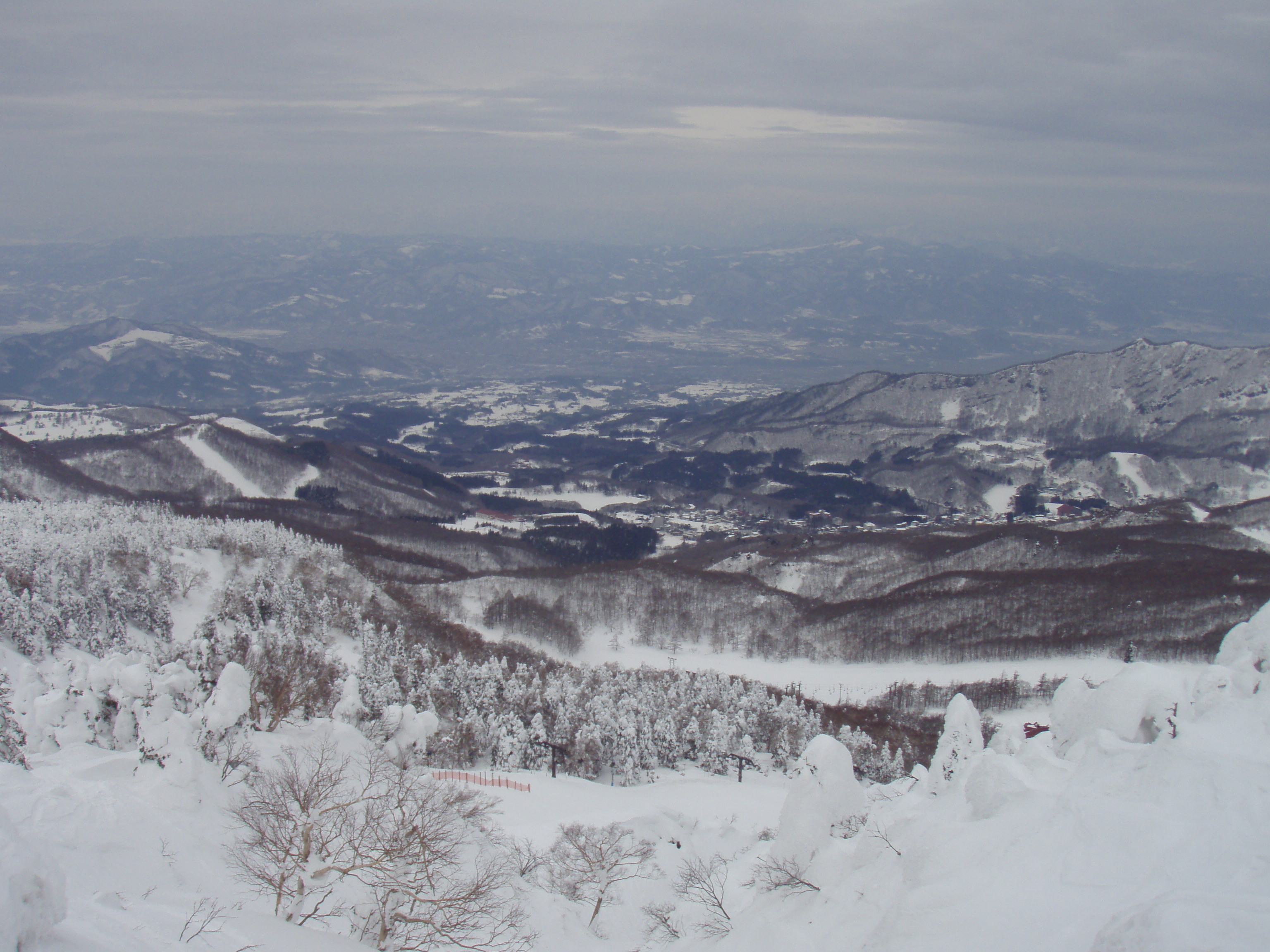 蔵王の雪山で働きながらスノボ