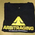 @CryptoNeverSleepsTshirtShopのARBITRAGINGロゴ入りTシャツ